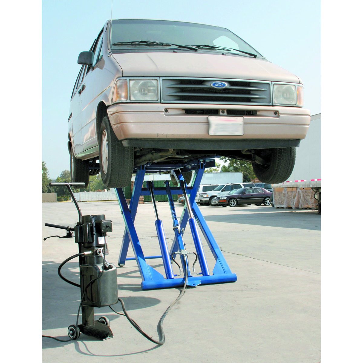 Globe Portable Auto Lift : Automotive scissor lift